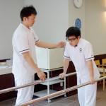 歩行練習の介抱