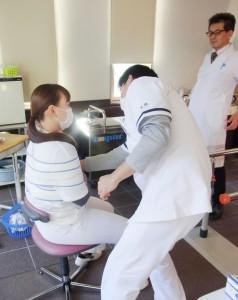 包帯巻き練習(肩関節固定)