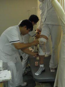 勉強会 膝関節テーピング(ケガの予防)