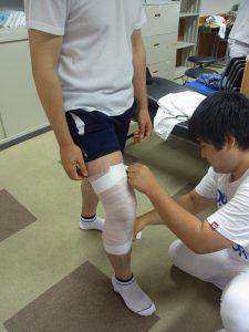 柔整実技授業 膝関節テーピング
